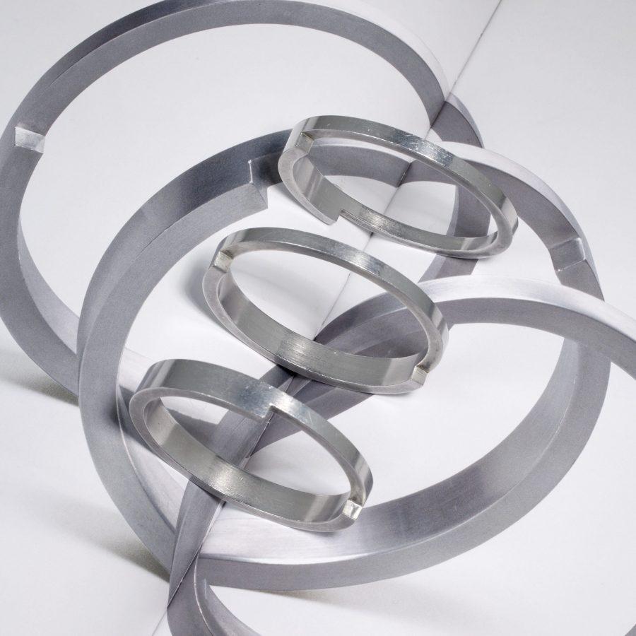 Gijs Bakker set aluminium armbanden 1971