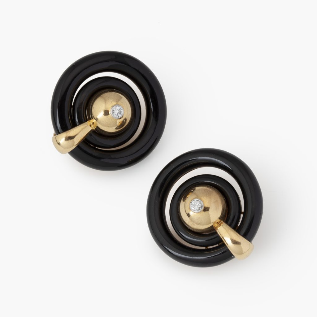 Cartier yellow gold and onyx mid-modern clip earrings Paris